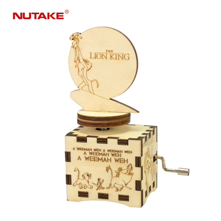 THE LION KING wooden hand crank manual Spinning figurine music box 55805104-04