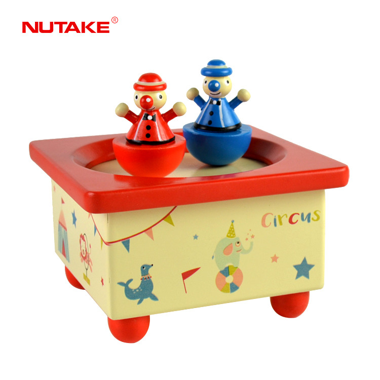 Wooden toy dancing spinning clowns figurines music box for kids 55803204